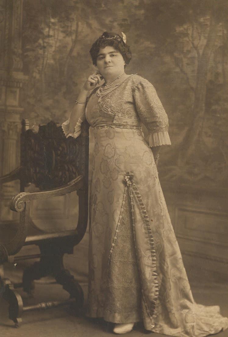 Midwife Malake Nafash, Brooklyn, NY, ca. 1908. Courtesy of Renee Hoenig.